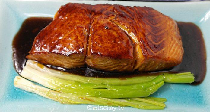 Gebratener Lachs mit Teriyaki-Sauce