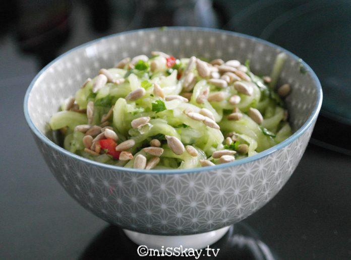 Thailändischer Gurkensalat